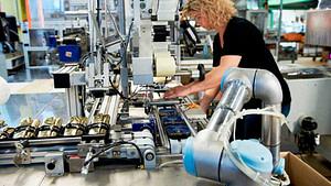 Robots en empresas colaborando con trabajadores (ejemplo de tabacalera)